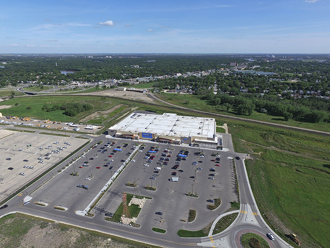 Walmart enters Grant Park retail fray